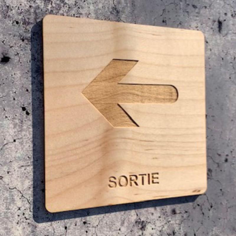 Signalétique en bois sortie gauche
