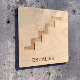 signalétique en bois escalier