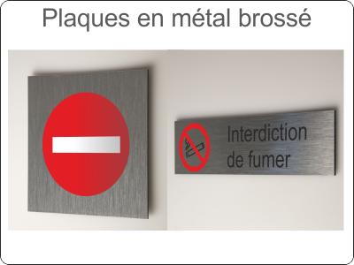 Plaques en métal brossé